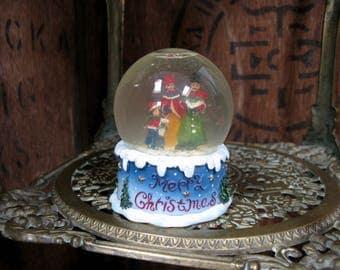 Carol Singers Snowglobe, Vintage Snowglobe, Vintage Christmas, Vintage Snow Globe, Christmas Ornament, Christmas Decor, Christmas Snowglobe