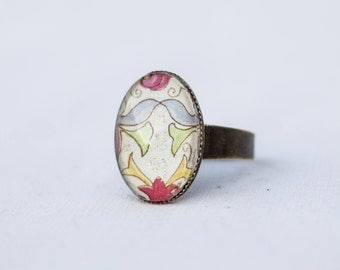 Vintage ring with sweet ornament