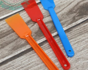 Package of 3! The best spatulas ever! FAST SHIPPING! Slim Spatulas. GREAT gift for a cookie and cake decorator!