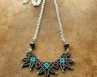 """Collier """"Nout"""", collier court, dentelle de perles et chaîne argentée"""