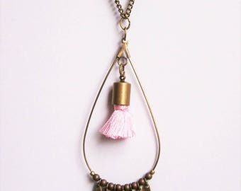 Drop necklace in brass and pale pink tassel