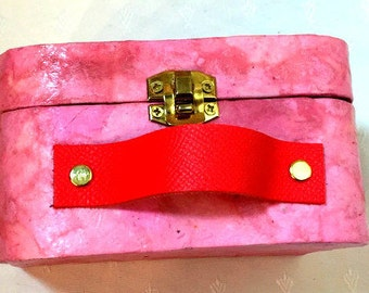 Pink retro bag - cardboard - personnalisable - hand made - limps jewelry - minis bag - cold porcelain - gift idea - cardboard suitcase