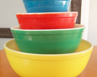 Vintage Set of 4 Pyrex Mixing Bowls - Nesting Primary Bowls - Yellow, Green, Red, Blue