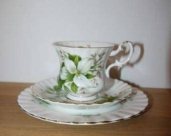 Royal Albert - Trillium - Trio  - 3 Pc - Cup + Saucer + small plate - England - Bone China -