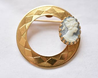 Vintage Geometric Circular Cameo Brooch Coat Sweater Pin Delicate Retro Costume Jewelry 1.25""
