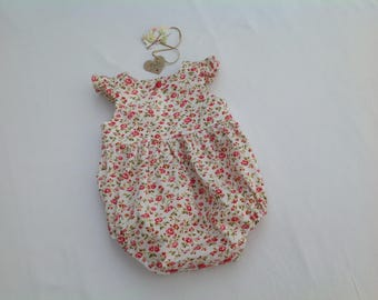 Floral baby romper,  Baby girl romper, vintage style,  flutter sleeves, romper, Baby shower, baby clothing, playsuit, girls clothing,
