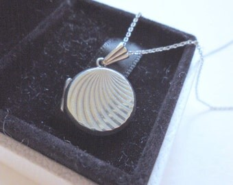 Vintage Sterling Silver Round Locket Necklace Hallmarked Letter B 1976 | Locket On A Chain