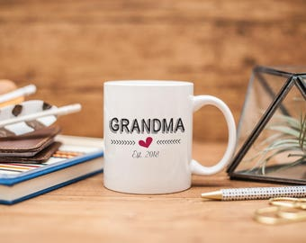 Grandma Est 2018, Grandma Pregnancy Reveal, Gift for New Grandma, Grandma Coffee Mug, Grandma Mug, Gift for Grandma, Pregnancy Reveal, MD162