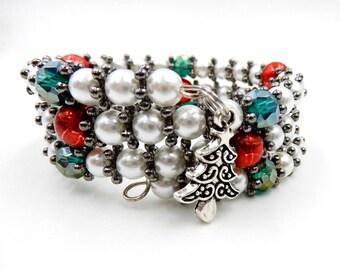 Christmas charm bracelet, beaded Christmas bracelet, memory wire bracelet, memory wire wrap bracelet, pearl bracelet, Christmas jewelry