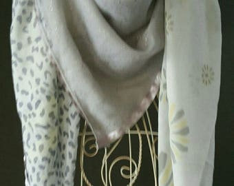 Scarf, scarf, shawl, gray, yellow, white flowers, animal print.