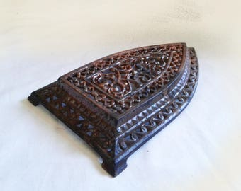 Rusty hardware Metal art Antique cast iron trivet stand Collectible Ornate sad iron Old rusted plaque Wall hanging Table decor collection