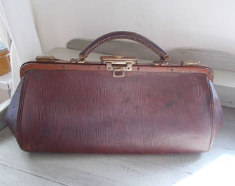 Superb Vintage Leather Gladstone bag, brown leather great patina, fabric interior, sturdy, beautiful, steam punk, doctors bag, train case.