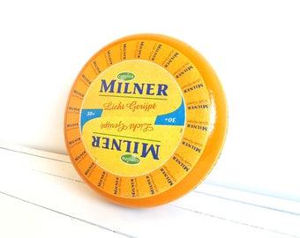 Old Dutch Gouda cheese wheel 'Milner' (decor/imitation)