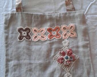 Bag with zipper fancy crochet flowers