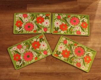True Vintage Plastic Hippy Flower Snack Trays Set Of Four