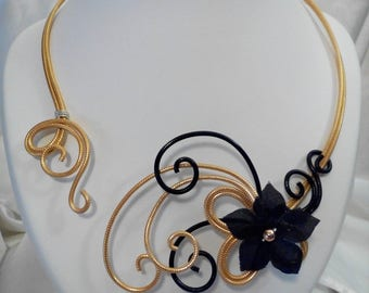 Necklace black and gold aluminum wire