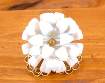 Vintage flower brooch - white enamel