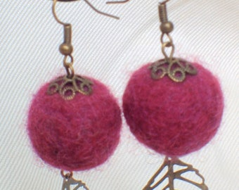Neddle felted purple bohemian earring with copper leaf pendant
