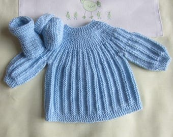 "Bra and ""blue"" size newborn - hand made knitted baby booties"