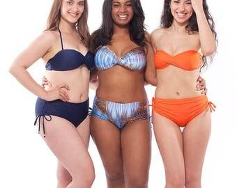 Rolling Ondas - A versatile twist bandeau bikini top
