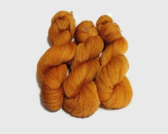 Hand Dyed 4ply Superwash Merino  – 100g - 400m - 100% Merino  - Honey
