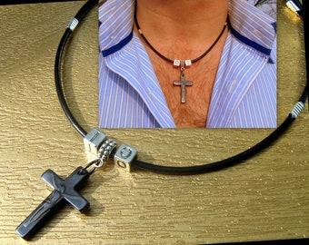 Collier homme personnalisé Cuir noir CROIX en pierre Hematite , zodiaque.Pendentif religieux CROIX en pierre de gemmes.Cadeau homme/femme