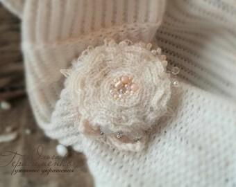 Knitted brooch, brooch boho, Boho style, woolen brooch, free shipping, knitted ornaments, flower accessories, milk brooch, boho ornaments