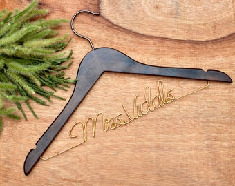 Personalized Wedding Hanger,Bride hanger,Custom Wire Name Hanger,Wedding dress hanger, Bridal Hanger, Bridesmaids Name Hanger,Rustic Wedding