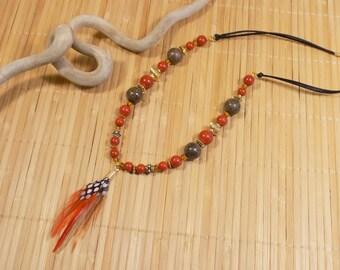 Collier ethnique  plume avec jaspe rouge et léopard brun en plaqué or gold filled 14 carats