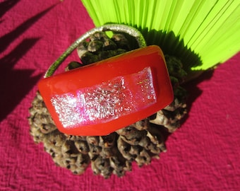 Elastic pony tail with red and gold glass decor