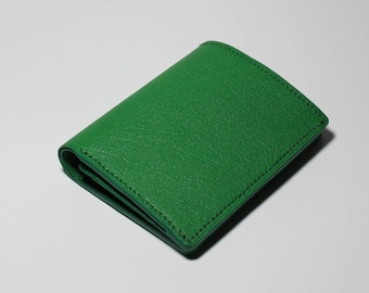 CHÉRI compact pocket with gusset handmade leather wallet in green goat leather