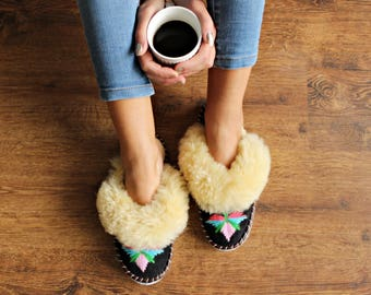 LEATHER slippers Sheepskin Women's slippers Lambskin Boots Warm Sheepskin moccasins Handmade House slippers Wool wolen fur new shoes