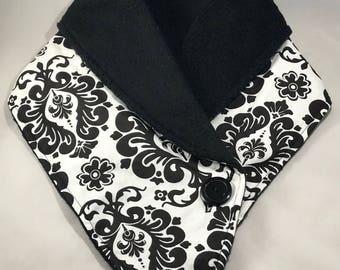 Fleece neckwarmer - Black & White Damask