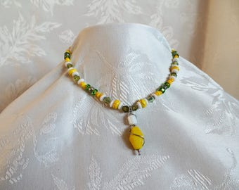 Beautiful yellow stone and glass  necklace.
