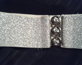 Metalic silver stretch belt
