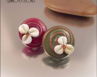 Ginnovations lampwork, Old Tyme Holidays Glass Shank Button Pair