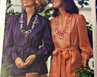 UNCUT Vintage 1970's Butterick 4508 Sewing Pattern Misses' Pullover Top, Belt, and Embroidery Transfers Bust 34 inches Complete UNCUT