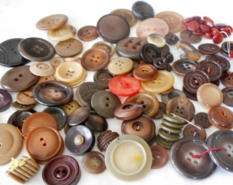 Lot of 100 VINTAGE Plastic & Vegetable Ivory or Tagua Nut Sewing Craft BUTTONS  E4