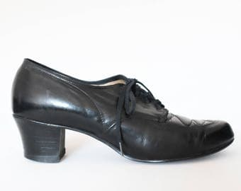 Vintage 1940s black leather oxford pumps wwII 40s lace up shoes size 6 / 6.5