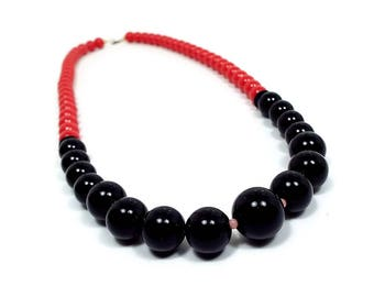 Red and Black Vintage Necklace Plastic Beaded Retro 1980s 80s