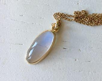 Elegant Vintage Moonstone Gold Pendant Necklace 9k