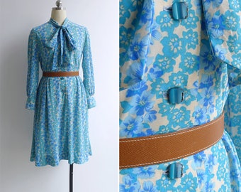 10-25% OFF Code In Shop - Vintage 80's 'Aloha' Blue Periwinkle Floral Pussy Bow Dress M or L