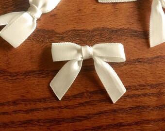 12/24/48/100 Ivory Mini Handmade Bows