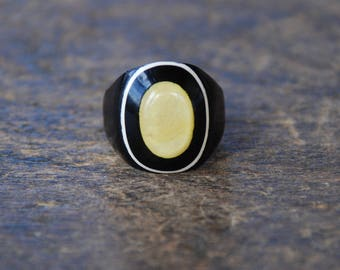 Vintage Celluloid Ring Laminated Black Cream Yellow Blank Photo Ring Prison Ring Mourning Handmade Size 5 1930's // Vintage Costume Jewelry