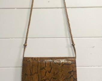 Sac à main bandoulière vintage en cuir véritable peau de serpent / French vintage 1950s big clutch bag real snakeskin leather