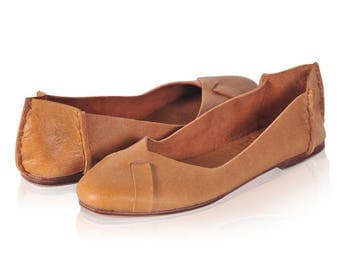 SALE. SZ. 8.5. NATIVE. Leather ballet flats / womens shoes / flat shoes / rustic / leather shoes.