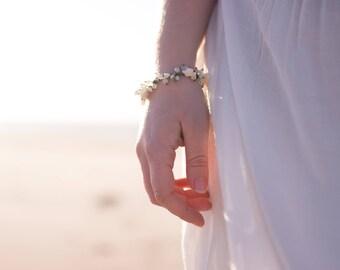 Ecume . Bracelet nacre aigue marine pyrite pierre de lune . Danses des océans .