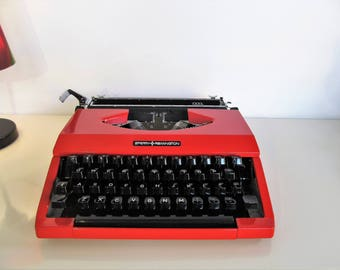 Vintage Manual Portable Typewriter Sperry Remington IDOOL with hard case Red color Working Typewriter Home Decor 80s