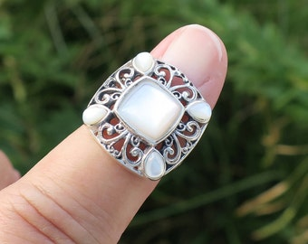 Lovely Vintage 925 Sterling Mother of Pearl Ring