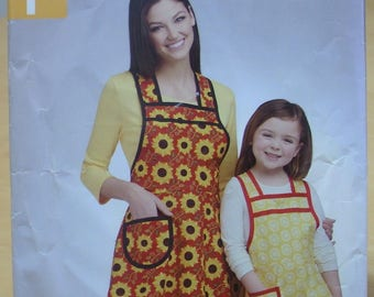 FREE SHIPPING! Simplicity 0758 or 1056 Easy apron pattern for adult and child UNCUT